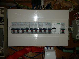 לוח חשמל חד פאזי 9 מעגלים