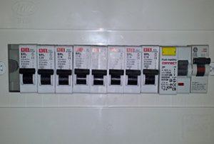 לוח חשמל חד פאזי 8 מעגלים